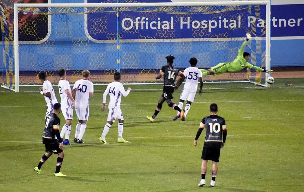 Con Las Vegas Lights FC lanzado al ataque y Real Monarchs agazapado, esperando una oportunidad ...
