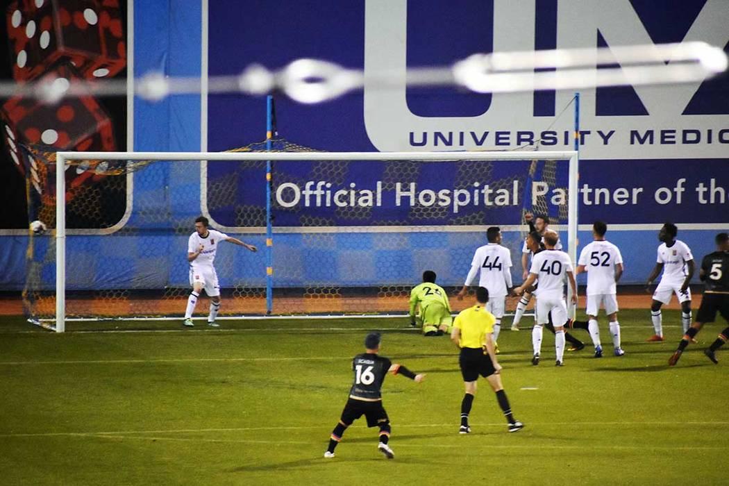 Las Vegas Lights FC venció a Real Monarchs SLC por la mínima diferencia. Aquí el gol de la v ...