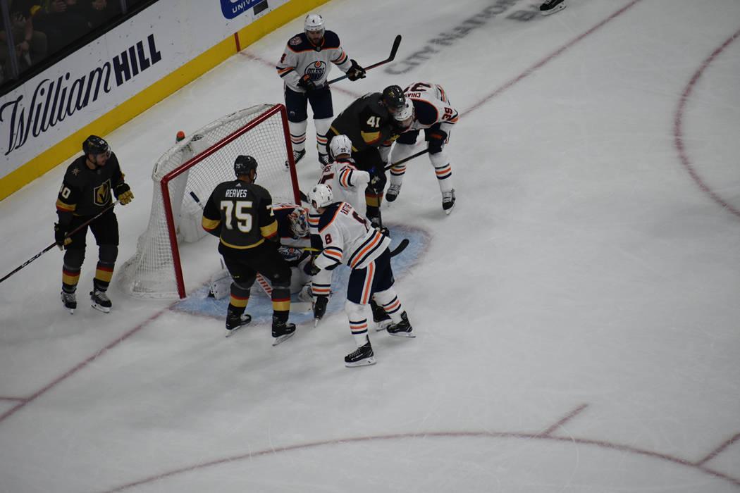 Vegas Golden Knights derrotaron 3-1 a Edmonton Oilers, en un juego donde ambos equipos fallaron ...