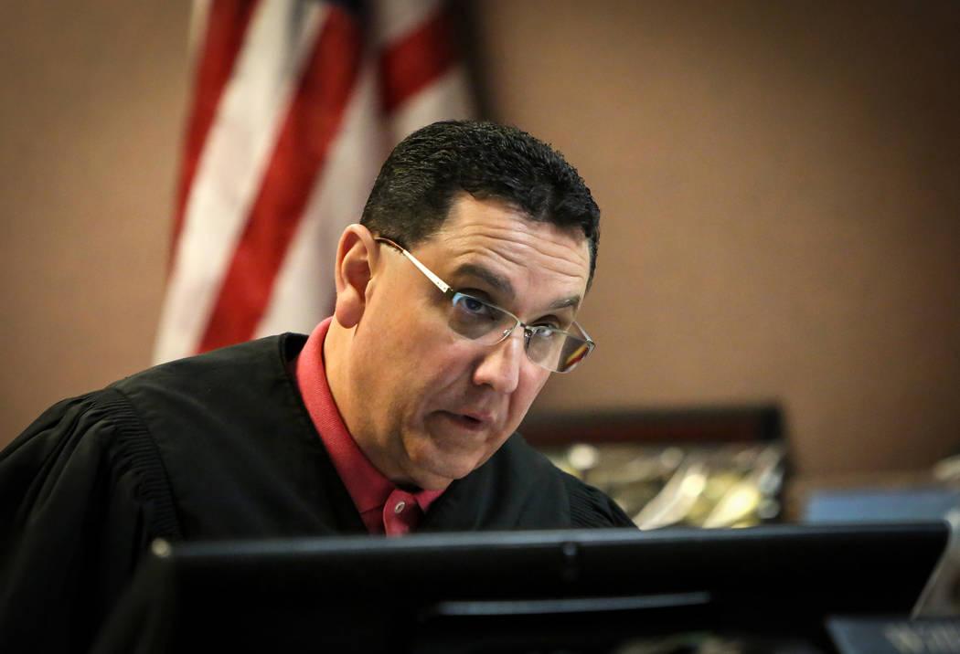El juez William O. Voy, preside el caso que involucra a los dos sospechosos arrestados en relac ...