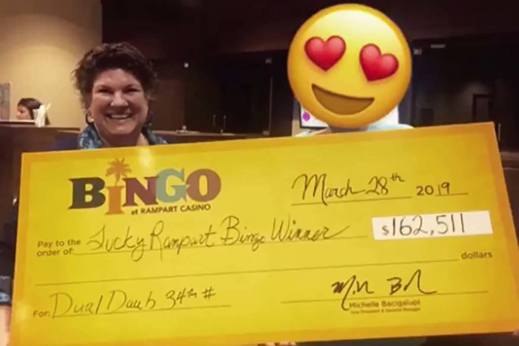 Un afortunado ganador de bingo se llevó a casa un cheque por $162 mil 511 el 28 de marzo de 20 ...