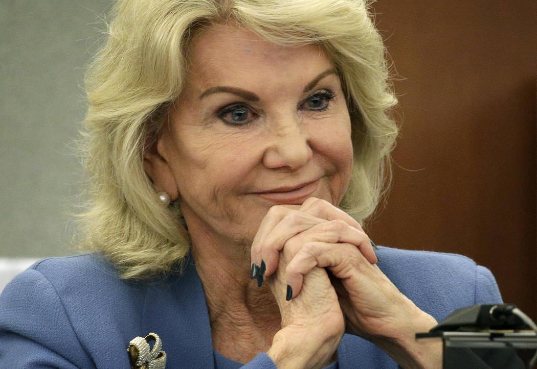 Elaine Wynn, ex esposa de Steve Wynn, escucha durante una audiencia el miércoles 28 de marzo d ...