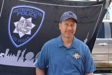 Oficial Erik Lloyd, presidente de la IPOF, dijo que se entregan $25,000 a la familia de los pol ...