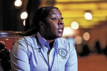 La jefa de policía de Henderson, LaTesha Watson, es entrevistada en el hotel-casino Southpoint ...