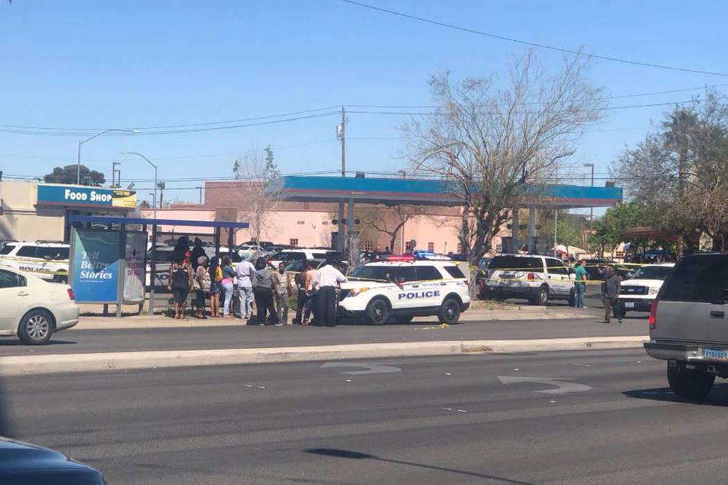 La policía investiga un tiroteo mortal el domingo 31 de marzo de 2019, cerca de MLK y Carey Av ...
