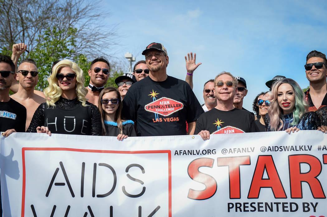 Penn Fraser Jillette y Raymond Joseph Teller de Penn & Teller, lideran la 29a. Caminata anual d ...