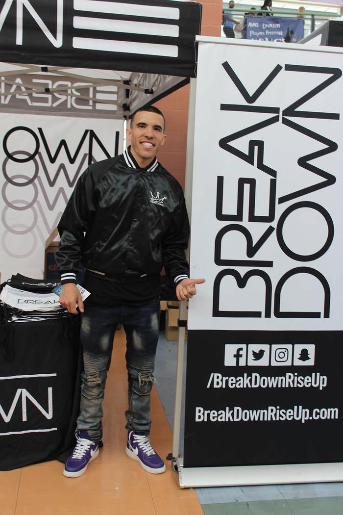 Alex Davis, vocero de Break Down, comentó que fumar en vapor o convencional tiene los mismos m ...