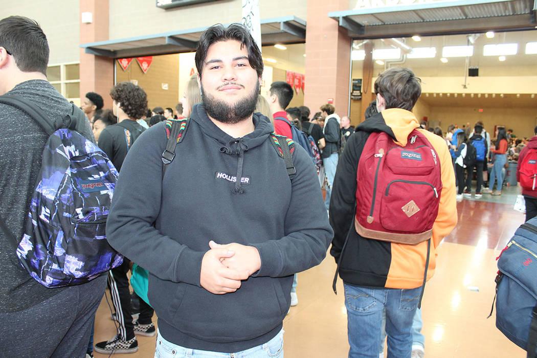 Joseph Duarte, 17 años, confesó que, a pesar de su edad, pueden conseguir productos de tabaco ...