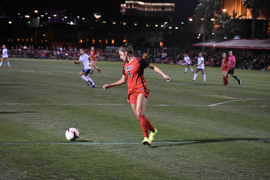 El equipo femenil de UNLV buscará tener un año exitoso, para ello se prepararon ante un rival ...