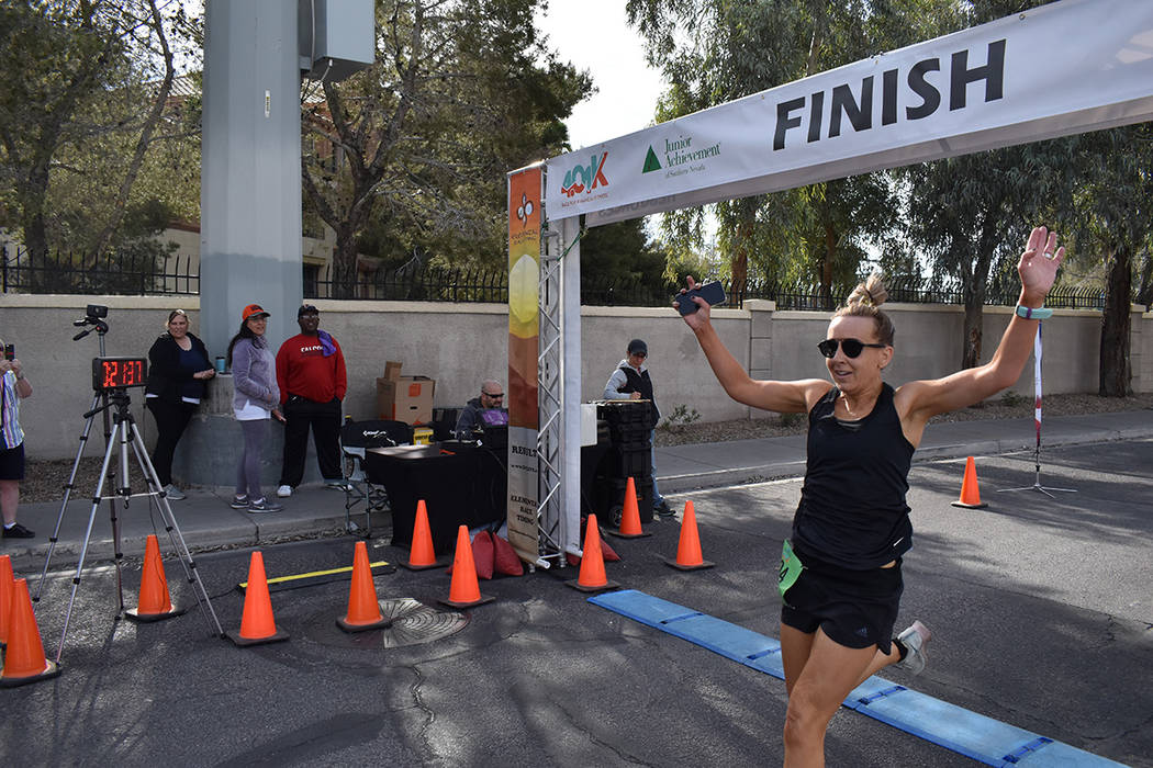 La ganadora de la carrera 401k organizada por Junior Achievement of Southern Nevada, en la rama ...