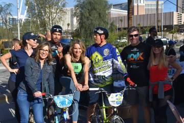 Beth Fisher, primera desde la izquierda, Jennifer Snyder y Ricardo Laguna participaron de las a ...
