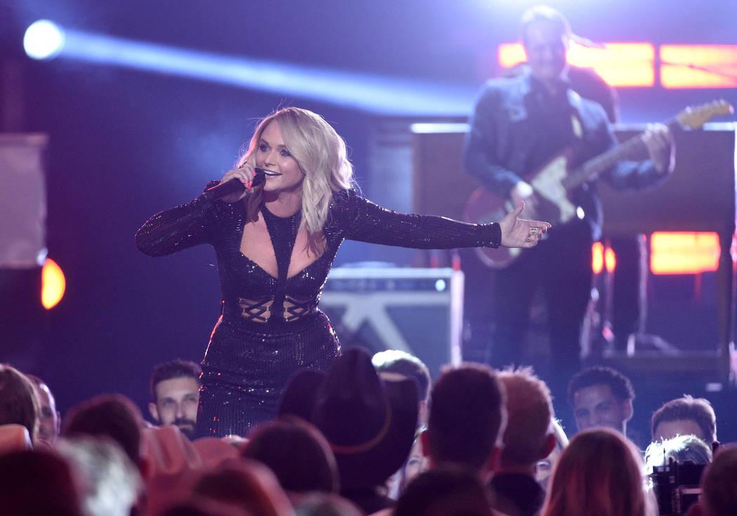 Miranda Lambert se presenta en la 54ª edición anual de los Premios de la Academia de Música ...