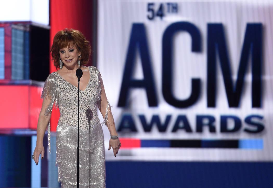Reba McEntire habla en la 54ª edición anual de los Premios de la Academia de Música Country ...