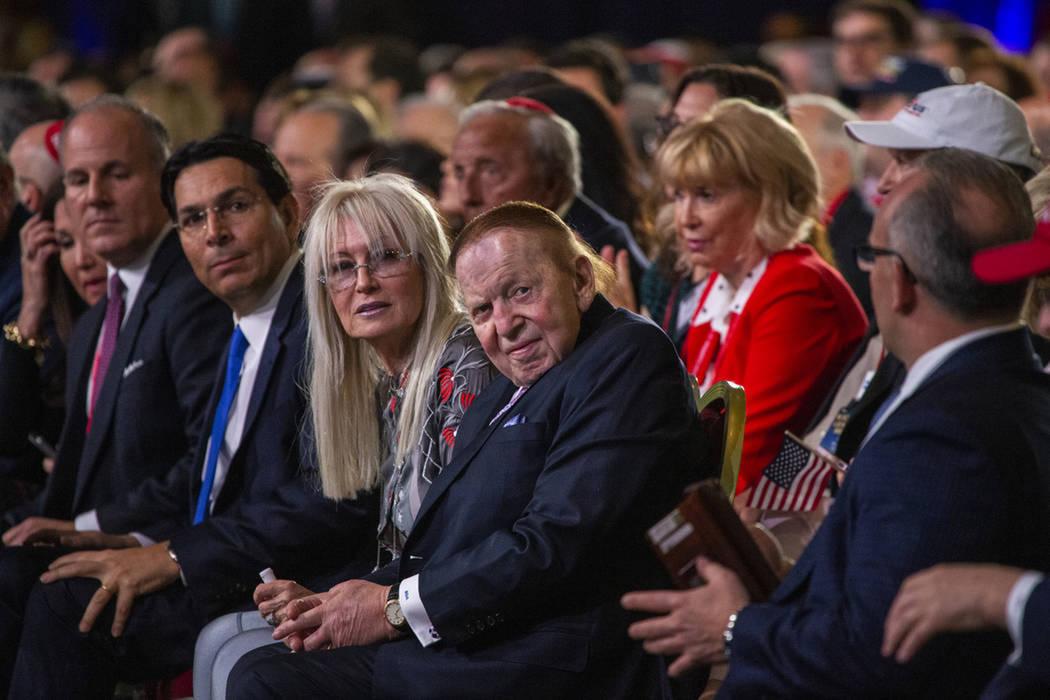Miriam y Sheldon Adelson llegan para ver cómo el presidente Donald J. Trump se dirige a la Coa ...