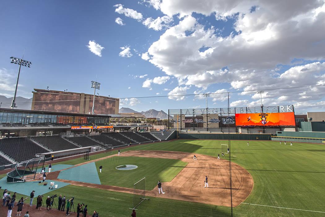 Los jugadores de los Aviators practican en el día de los medios en el estadio de béisbol de L ...