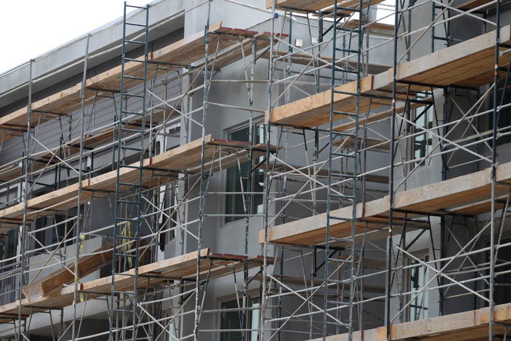 The Tanager Luxury Apartments en construcción en la intersección de Sahara Avenue y Pavilion ...