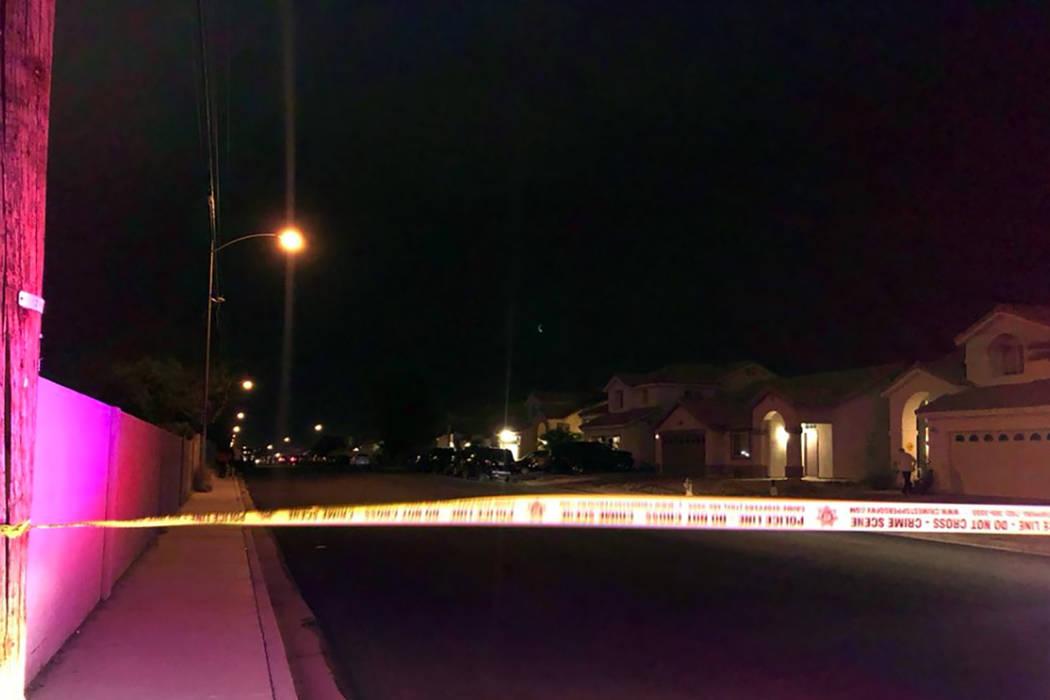 La policía de Henderson participó en un tiroteo mientras cumplía una orden de allanamiento e ...
