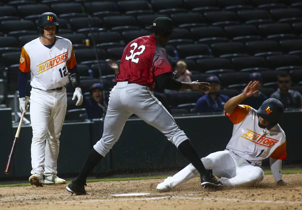 El segunda base de los Aviators de Las Vegas, Franklin Barreto (1), anota una carrera contra Ca ...