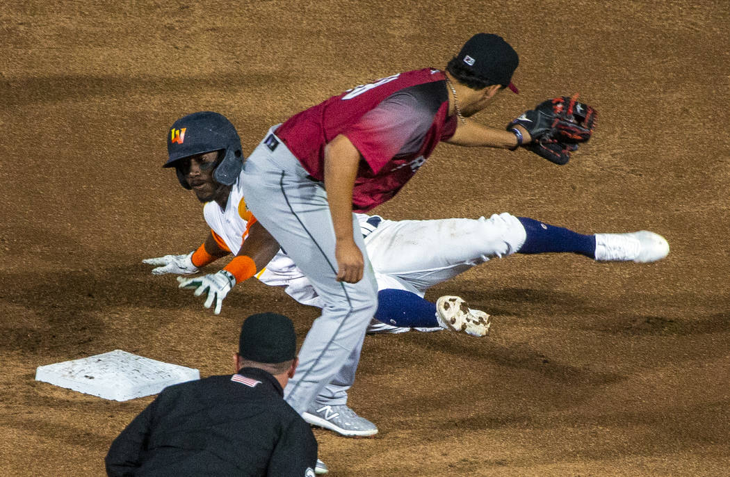 El campocorto de los Aviators de Las Vegas, Jorge Mateo (14), llega a la segunda base cuando Br ...
