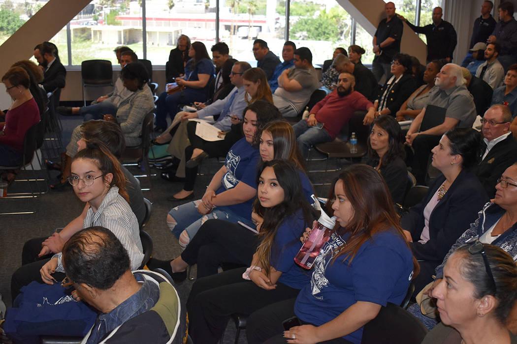 Miembros de la organización Make The Road Nevada ofrecieron su testimonio en una audiencia de ...