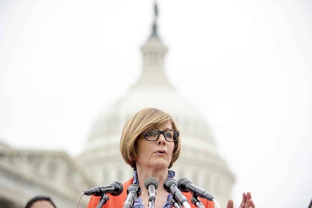 La Representante Susie Lee, D-Nev., habla en una conferencia de prensa en Capitol Hill en Washi ...