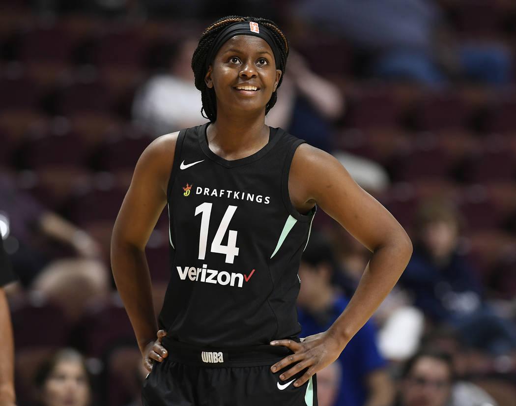 Sugar Rodgers de New York Liberty durante un partido de baloncesto de la WNBA de pretemporada, ...