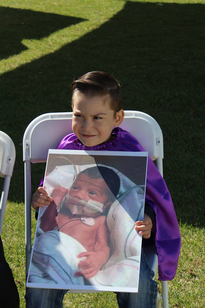 Liam nació a las 29 semanas, hoy tiene 4 años de edad y pesa más de 30 libras. Sábado 13 de ...