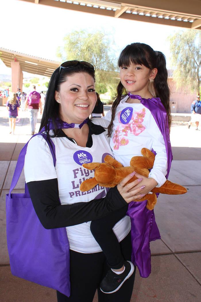 La pequeña Rosalía, nació pesando 1 libra y 5 onzas, asiste al evento con su madre Anahí pa ...