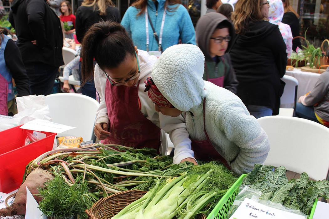 Más de 500 alumnos expusieron sus cosechas. Viernes 12 de abril de 2019 en Downtown Summerlin. ...