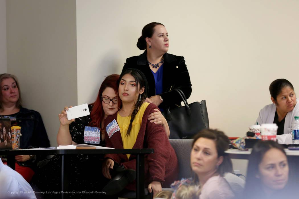 La coordinadora de servicios familiares para la Justicia de Género en Nevada, Laura Hernández ...