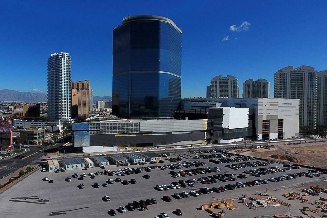 Vista aérea de The Drew Las Vegas, anteriormente el Fontainebleau, como se vio el viernes 22 d ...