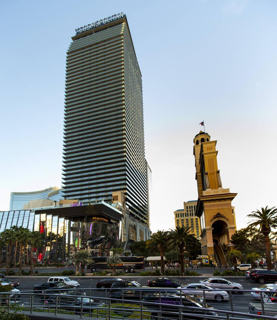 La compañía propietaria del Cosmopolitan of Las Vegas ha contratado dos bancos de inversión ...