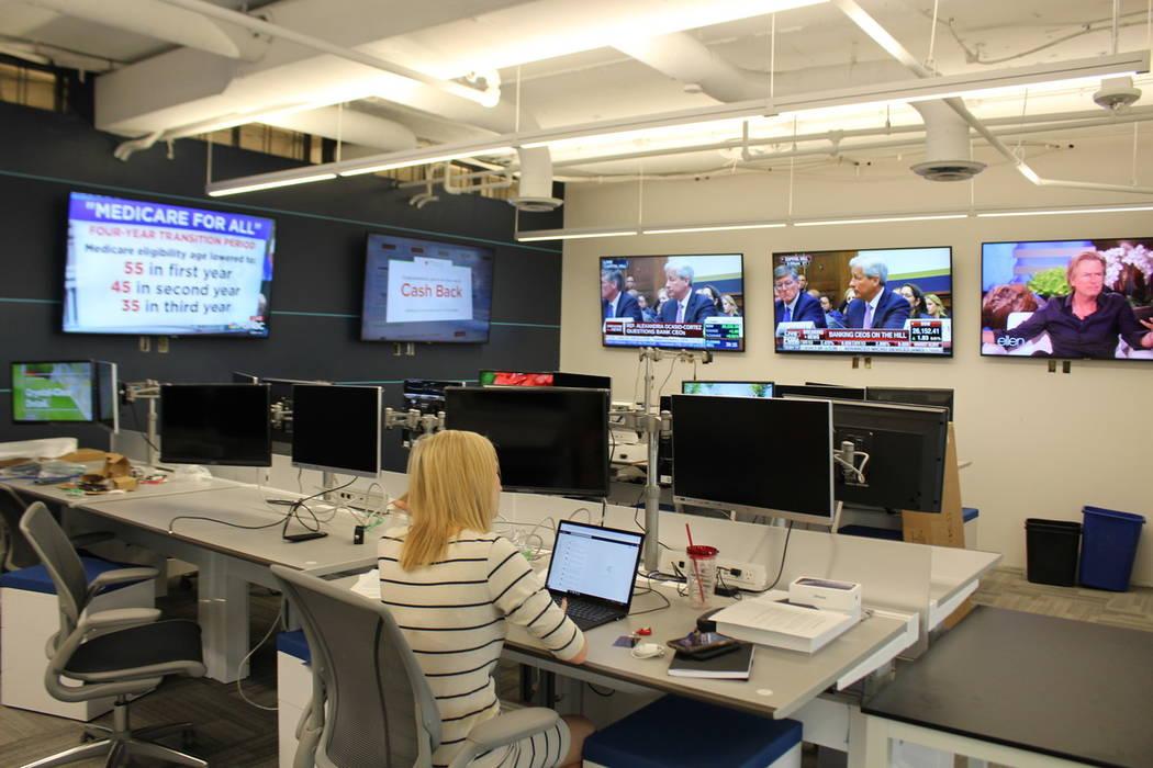 El personal de la campaña está comenzando a ocupar la sala de guerra en las oficinas centrale ...