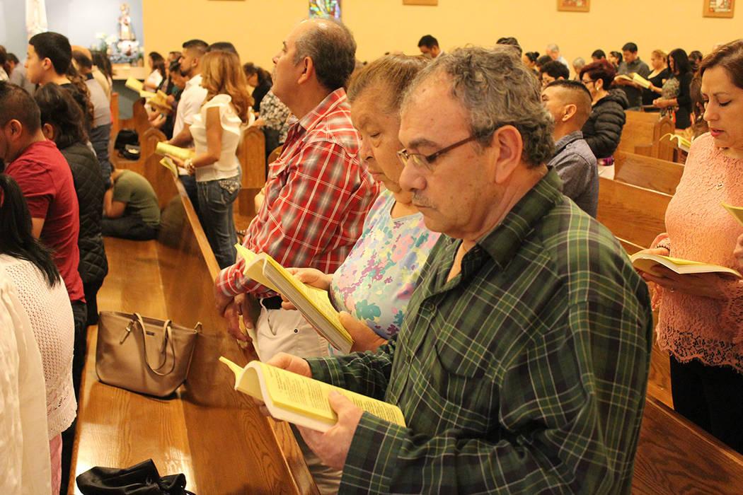La comunidad ha buscado mantener sus tradiciones en su misma lengua y en la iglesia Santa Ana o ...