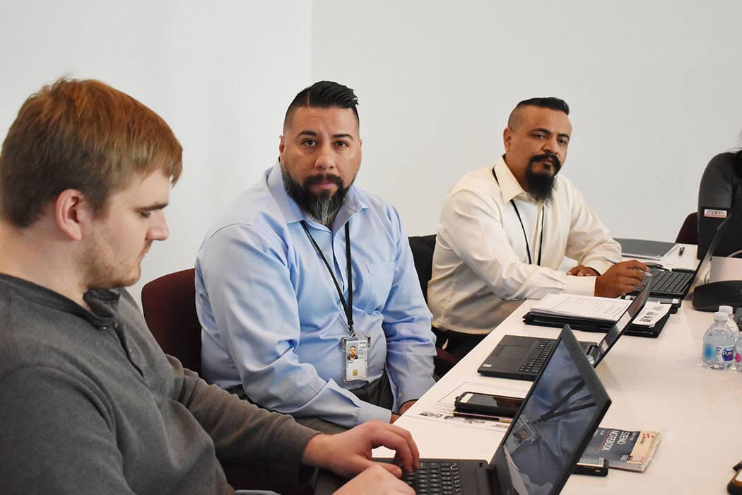 En el Sur de Nevada hay seis empleados de tiempo completo trabajando para lograr que la partici ...
