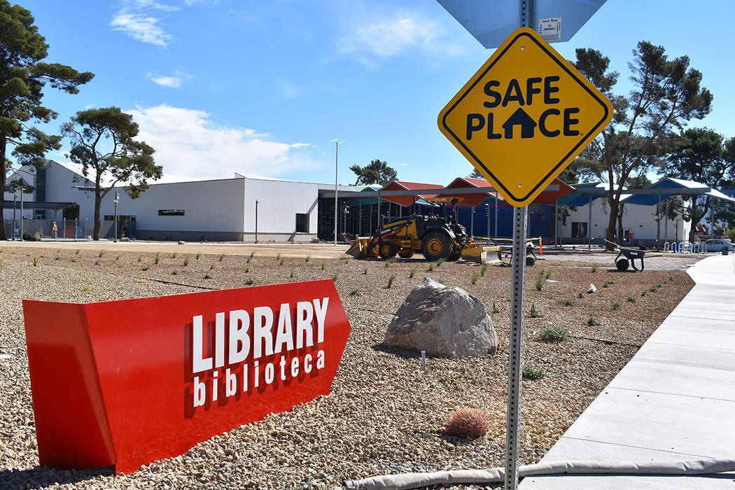 La Biblioteca del Este de Las Vegas cuenta con diversos salones tecnológicos y áreas de lectu ...