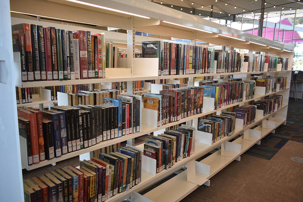 10,775 pies cuadrados de espacio con materiales bibliotecarios. Lunes 22 de abril de 2019 en La ...