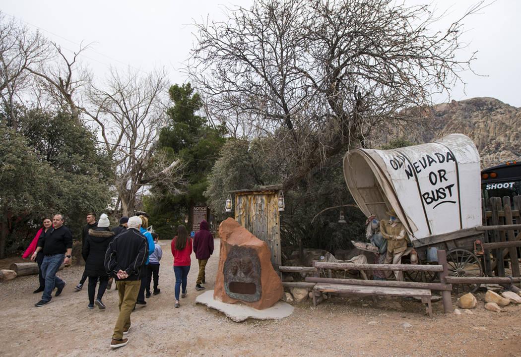 Los visitantes llegan a Bonnie Springs Ranch fuera de Las Vegas, el sábado 12 de enero de 2019 ...