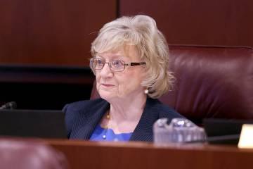 La senadora Joyce Woodhouse, demócrata por Henderson, dirige una reunión conjunta del Comité ...