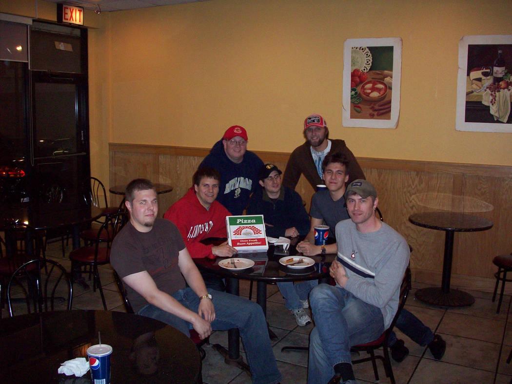 De izquierda a derecha, Matt Croxall, Brad Phillips, Jake Moore, Steve Phillips, Andrew Cook, J ...