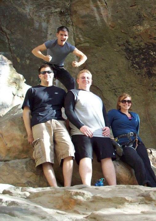 De izquierda a derecha, Brad Phillips, Jake Moore y Melissa Holzhauer, con James arriba, en una ...