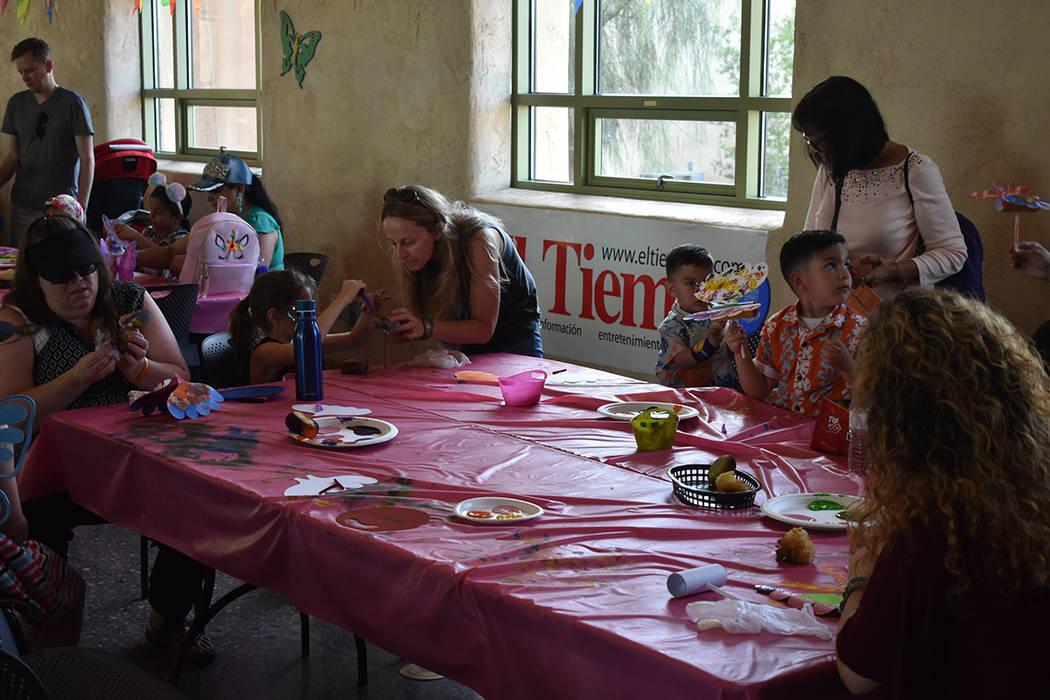 Los niños tuvieron la oportunidad de hace una mariposa en el taller de manualidades auspiciado ...