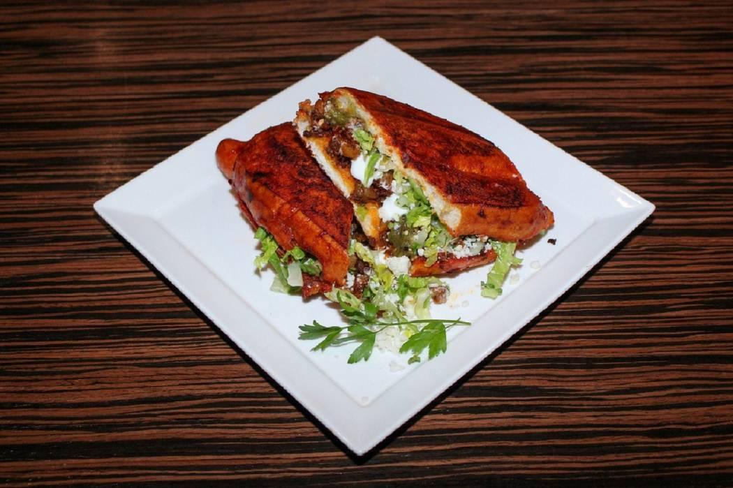 "Pambazos, sándwiches mexicanos ""húmedos"", rellenos de papa y chorizo, mojados en salsa de gua ..."