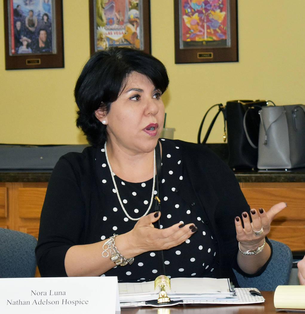 Nora Luna, directora de Diversidad y Subvenciones del Nathan Adelson Hospice. Martes 23 de abri ...