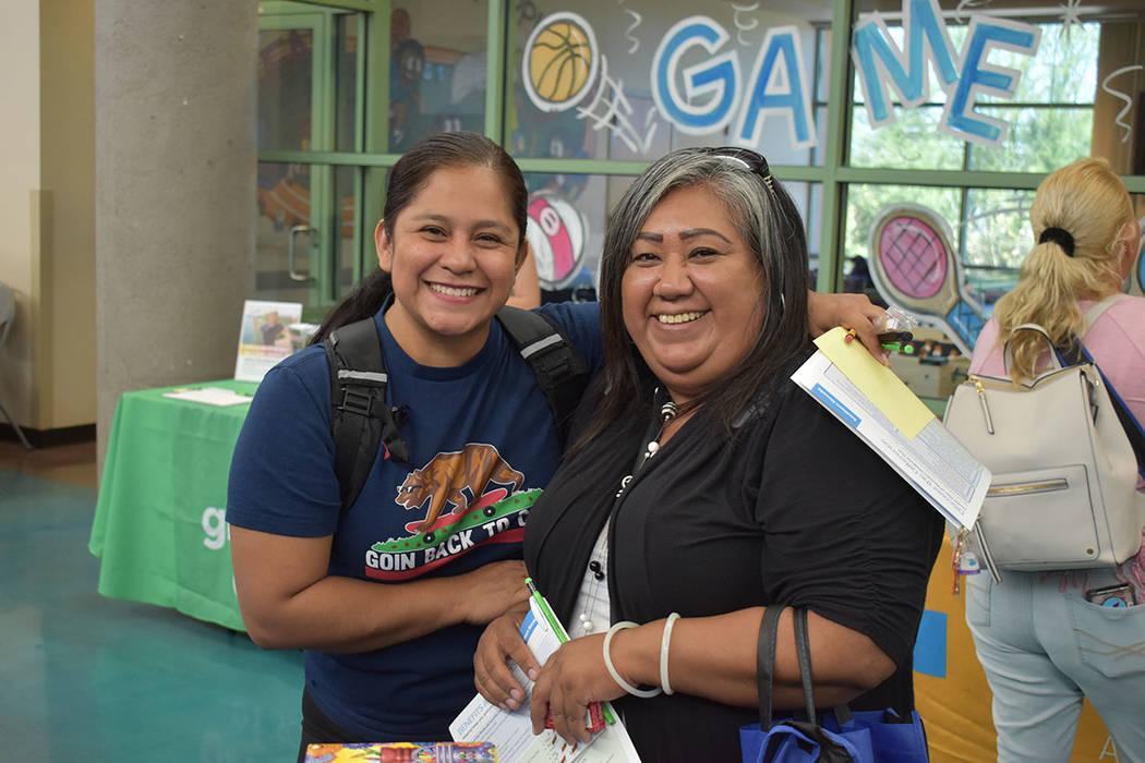 Pilar y Aracely acudieron al taller de FACES. Jueves 25 de abril de 2019 en el Centro Comunitar ...