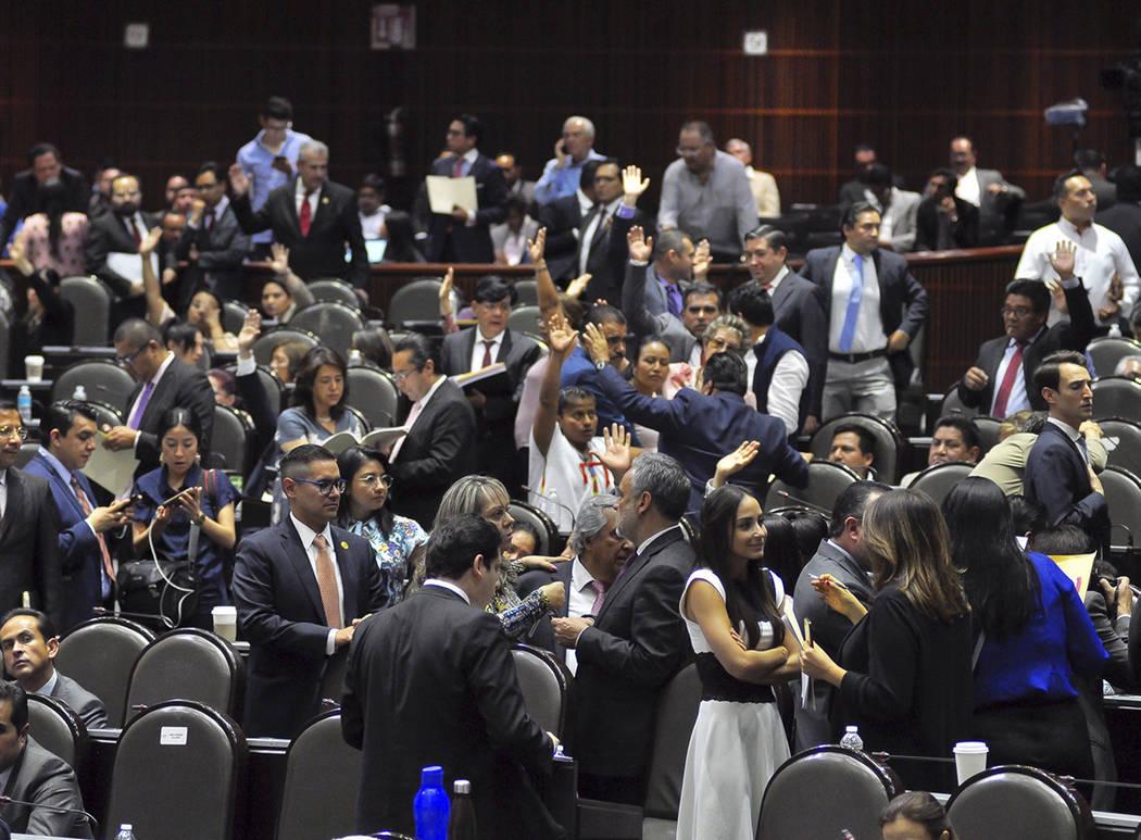 ARCHIVO. México, 24 Abr 2019 (Notimex-Alejandro Guzmán).- Diputados intercambian opiniones du ...