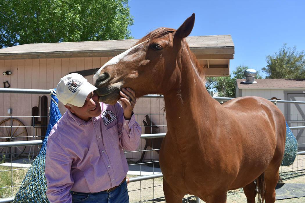 Brian Smith ha mostrado la pasión y el afecto que tiene por los equinos. Jueves 25 de abril de ...