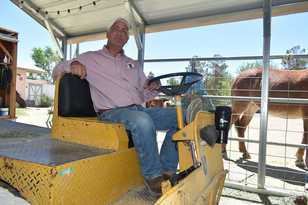 Brian Smith es propietario de 'Funny Farm Mustangs', organización que le permite ayudar a ...