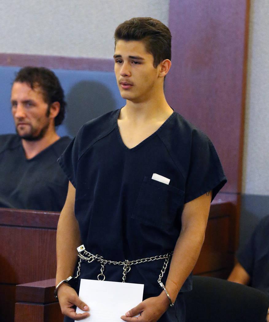 Anthony Okelberry, quien está acusado de dispararle fatalmente a un guardia de seguridad, comp ...