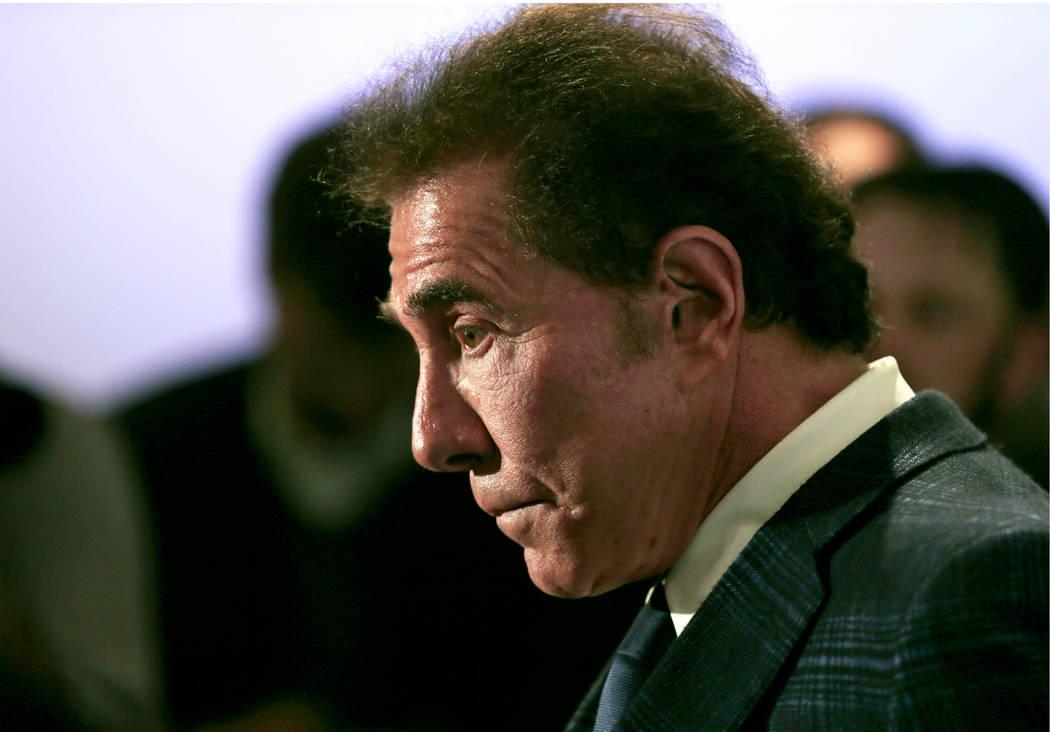 En esta fotografía de archivo del 15 de marzo de 2016, el magnate del casino Steve Wynn aparec ...